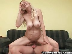 Experienced Maw Alongside Big Confidential Coupled with Muted Pussy Gets Facial