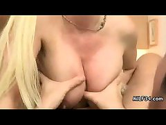 Bigtit cougar likes drenching verge on