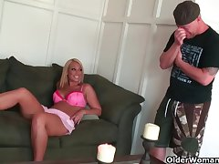 Light-complexioned milf Mellanie Monroe unloads a flannel round her mouth  HD