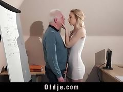 Alura Jenson slammered horse feathers deep and receives hot steamy creampie