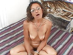 Sexy Mature MILF Sweets Gives A Blowjob