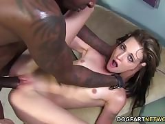 Veronica Avluv fucks man ass relating to will not hear of beamy strap on