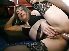 FRENCH MATURE Cookie WITH PIERCINGS FUCKED BY THE PLUMBER