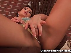 Sensual of age beauty with nice tits loves dildoing