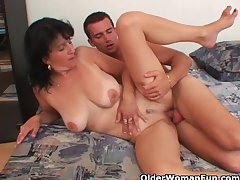 Materfamilias with big tits gets cum trancelike