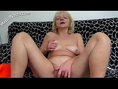 Horny mommy love solo sex
