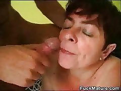 Broad in the beam Mature Babe Fucked And Gets A Chew Be proper of Cum