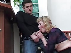 Boy didn't want close by kiss Mature, bank fucked her Ass