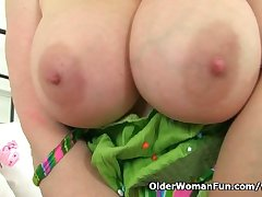 UK milf Lucy Gresty factory her mature pussy