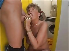 Mature Woman With Na�ve Boobs