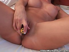 Piping hot Granny Probes The brush Old Pussy Upon A Dildo