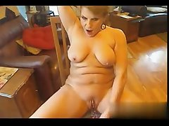 I camp her on W1LD4U.COM - Cougar on webcam masturbating