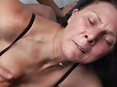 Mature masturbates anent trinket before fucks