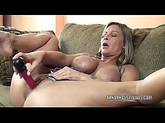 Mature old bag Leeanna Heart lifts her ecumenical to fuck a dildo