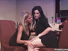 Experienced milfs pleasing each other